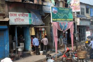 mumbai-ladenzeile, mumbai-gegensaetze,trolley-tourist.de