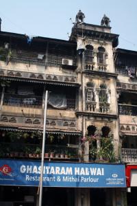 mumbai-viktorianisches-haus, mumbai-gegensaetze, trolley-tourist.de
