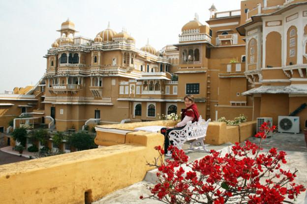 deogarh-hotel-trolley-tourist
