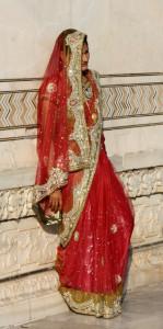 agra-taj-mahal-frau, saris, www.trolly-tourist.de