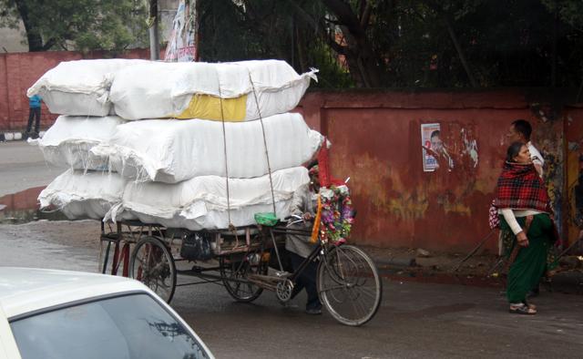 indien-strassenverkehr-fahrrad, www-trolley-tourist.de