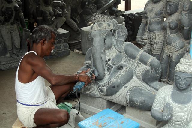 mamallapuram-steinmetz, www.trolley-tourist.de
