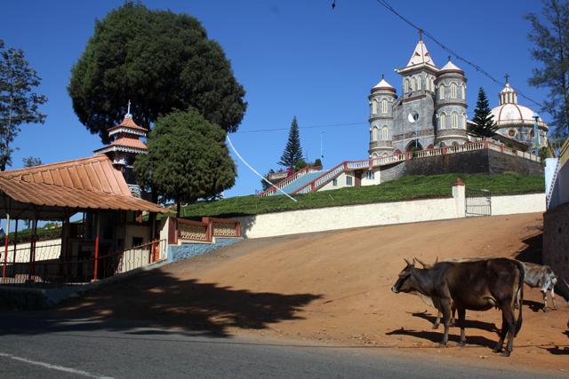 western-ghats-kirche-trolley-tourist