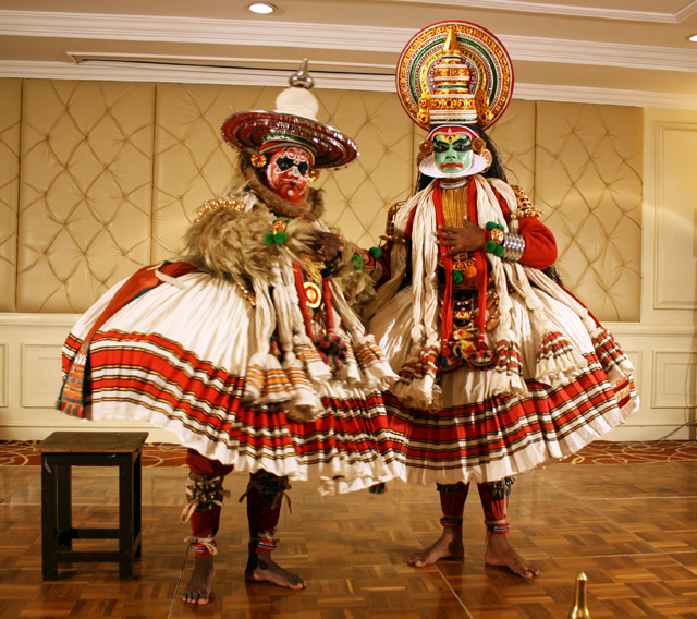 kathakali-dance-trolley-tourist