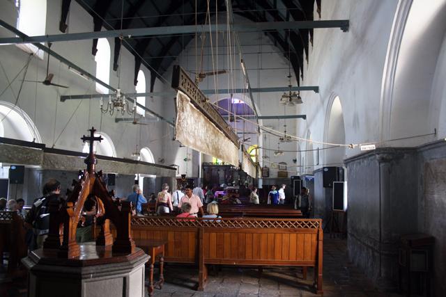 kochi-fort-francis-church-trolley-tourist