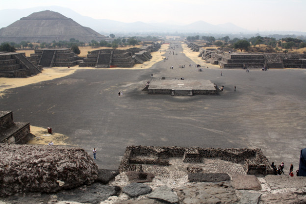 teotihuacan-trolley-tourist