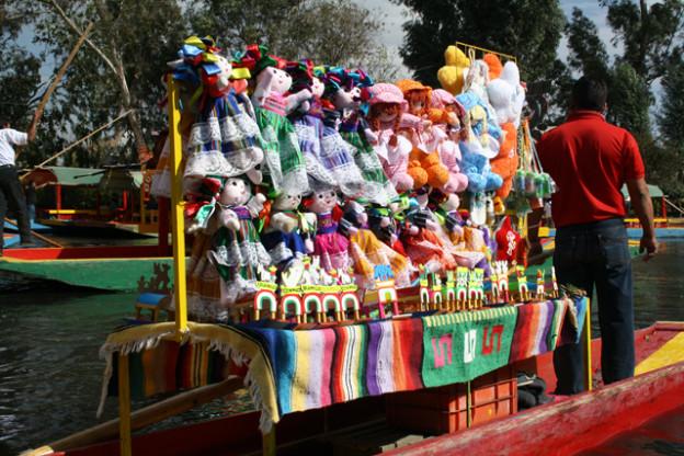 xochimilco-sdchwimmende-gaerten-trolley-tourist