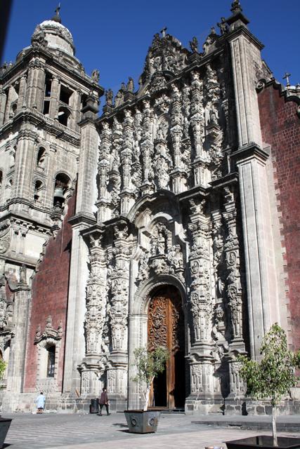 zocalo-mexico-city-sagrario-trolley-tourist