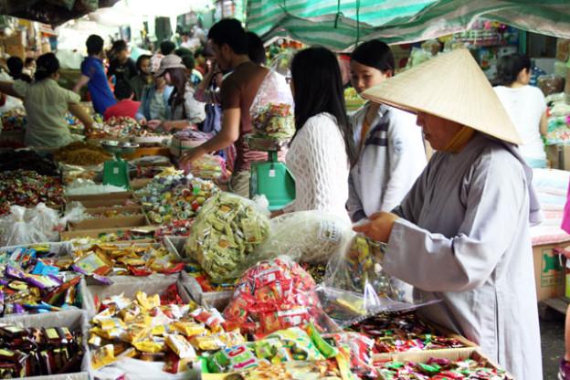 Saigon Binh-Tay-Markt-trolley-tourist