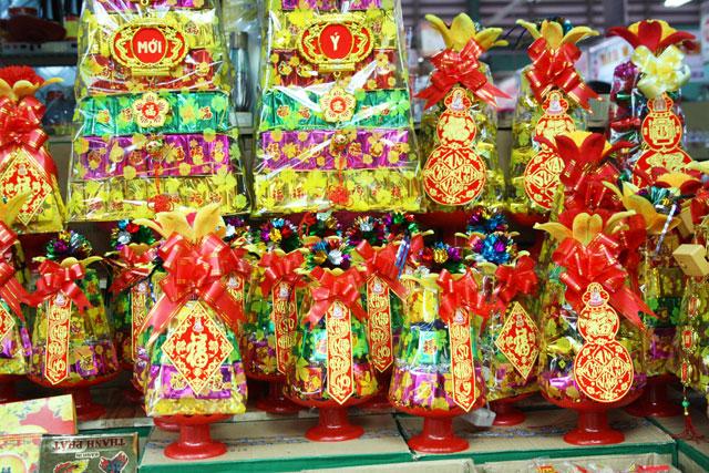 saigon-markt-geschenke-trolley-tourist