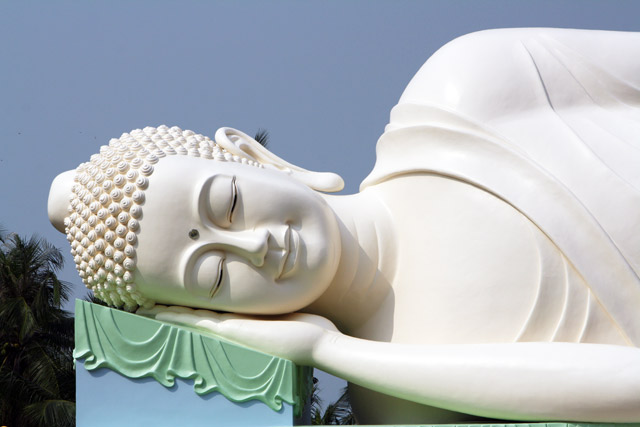 vinh-trang-liegender-buddha-trolley-tourist