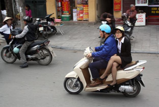 hanoi-mofa-trolley-tourist