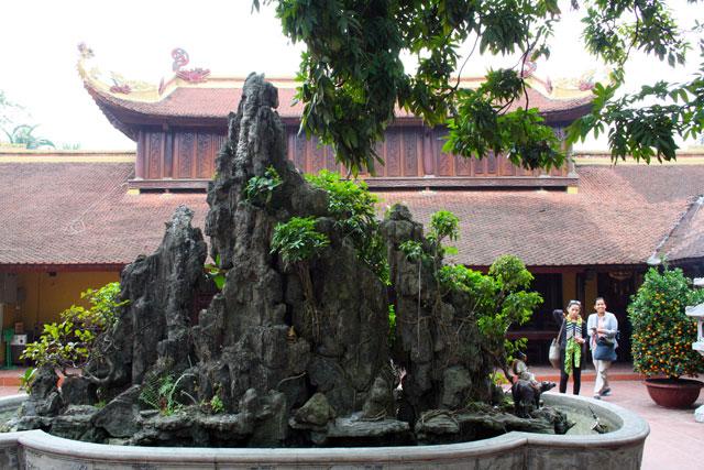 chua-tran-quoc-pagode-hanoi-trolley-tourist