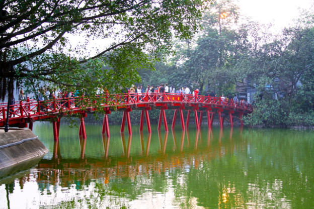 sehenswuerdigkeiten-hanoi-hoan-kiem-see-trolley-tourist