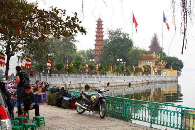 westsee-hanoi-trolley-tourist