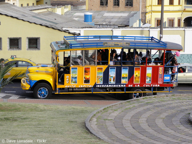 © Chiva party bus (Dave Lonsdale/Flickr, CC BY 2.0)