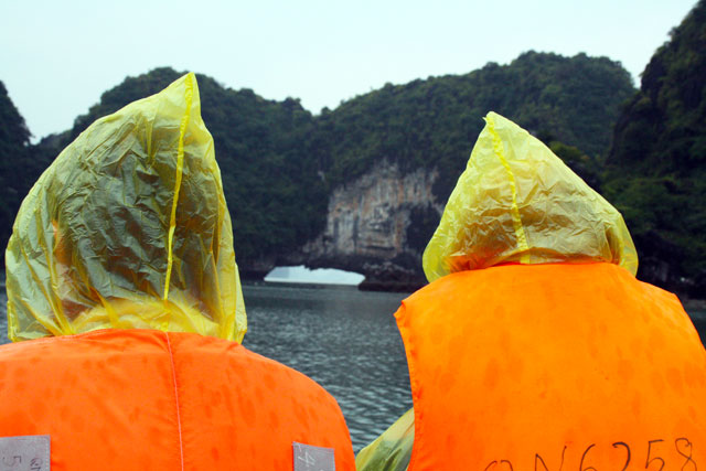 halong-regen-trolley-tourist