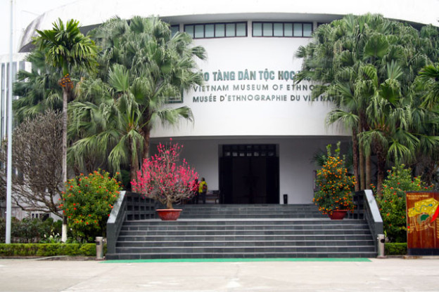 hanoi-ethnologisches-museum-trolley-tourist