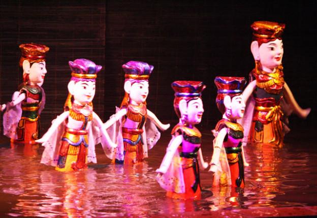 hanoi-wasserpuppen-theater-trolley-tourist