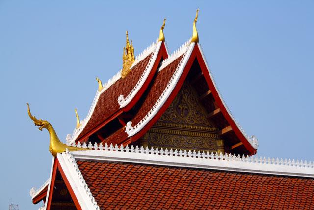 laos-tempeldach-trolley-tourist