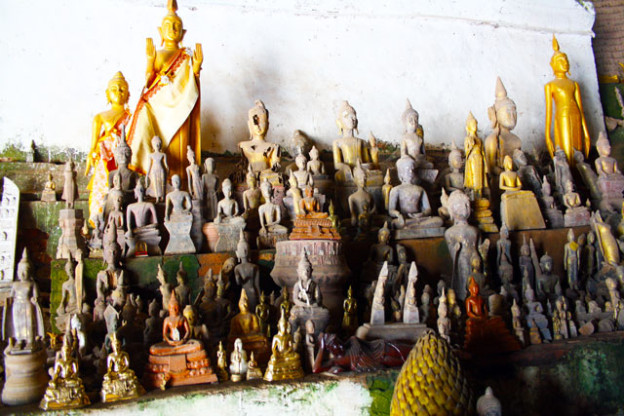 laos-pak-ou-hoehle-trolley-tourist