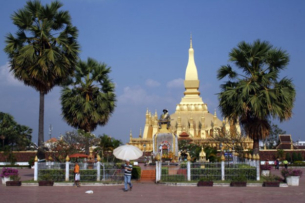 pha-that-luang-trolley-tourist