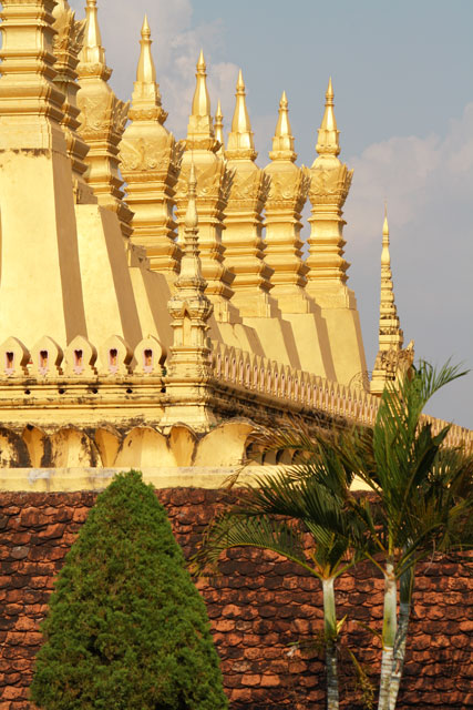 pha-that-luang-vientiane-trolley-tourist