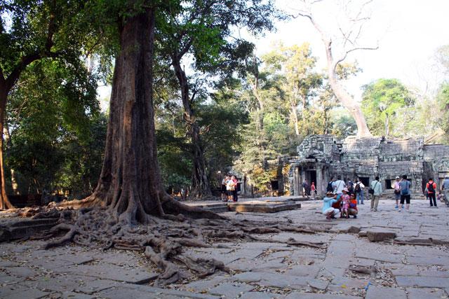 angkor-menschen-trolley-tourist