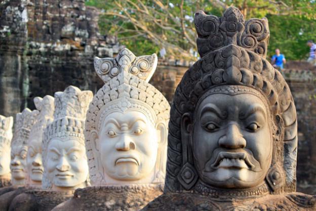 angkor-thom-daemonen-trolley-tourist