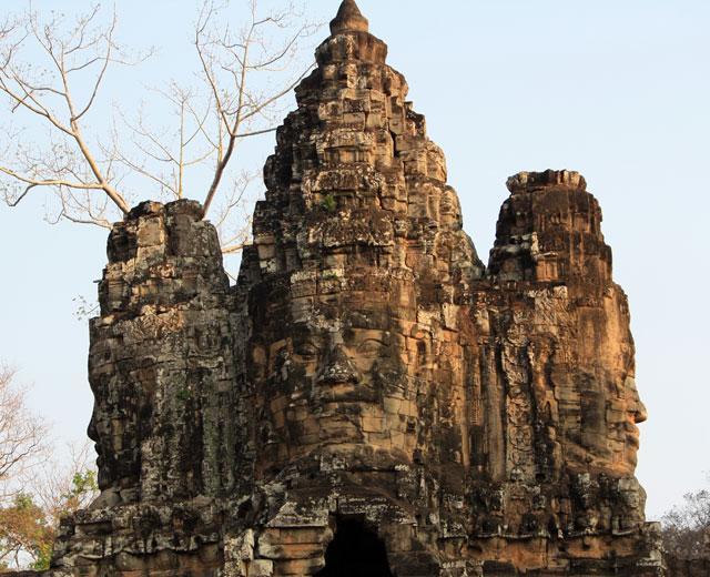 angkor-thom-tor-trolley-tourist