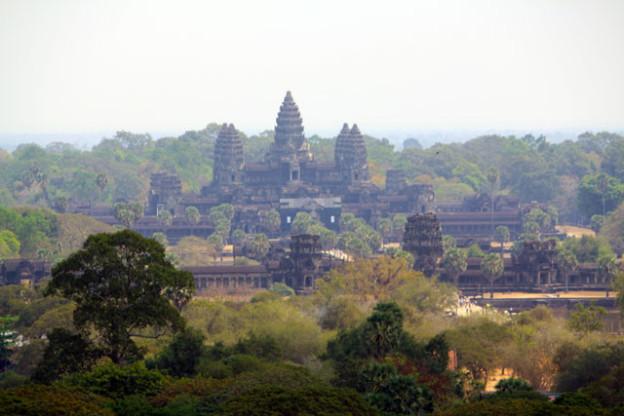 angkor-von-oben-trolley-tourist