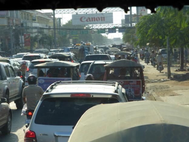 pnom-penh-trolley-tourist