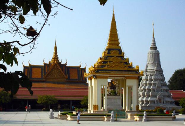 pnom-penh-silber-trolley-tourist