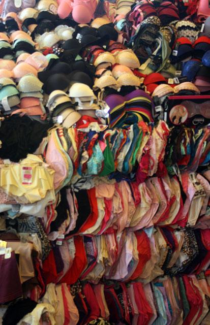pnom-markt-trolley-tourist