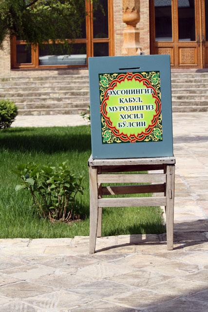 hasrati-moschee-spendenbuechse-trolley-tourist