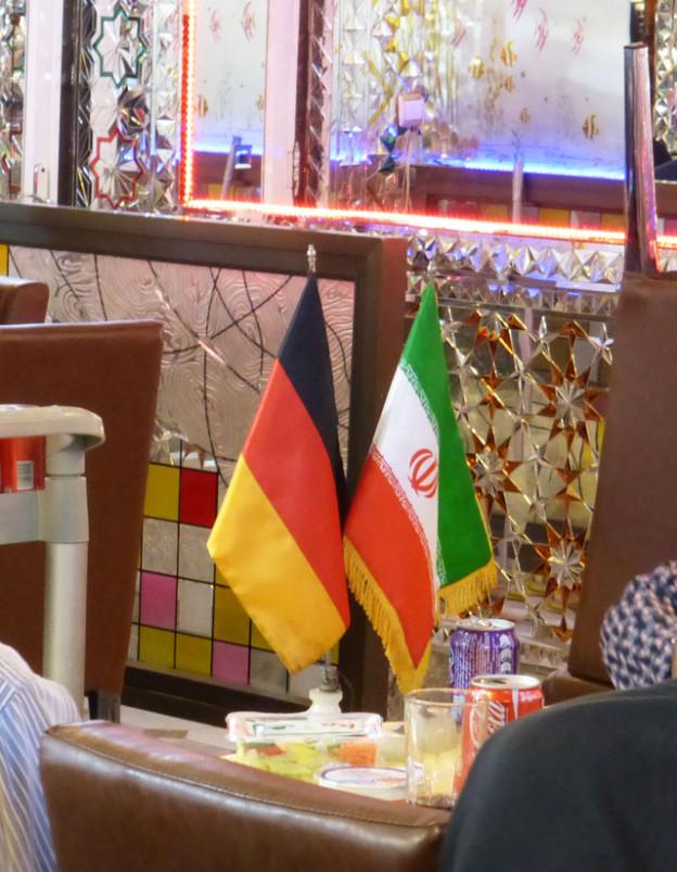 essen-mit-iranern-trolley-tourist