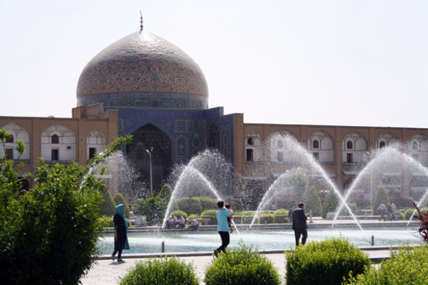 isfahan-rolley-tourist