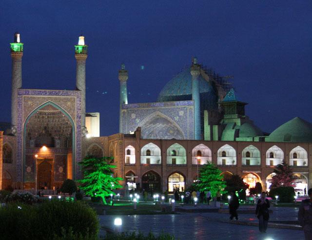isfahan-bei-nacht-trolley-tourist