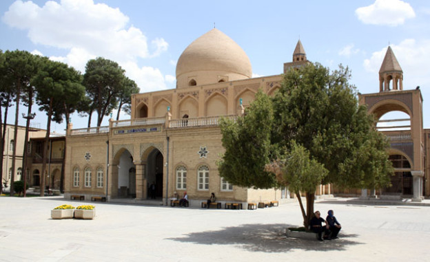 isfahan-vank-kathedrale-trolley-tourist