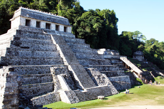 palenque-trolley-tourist