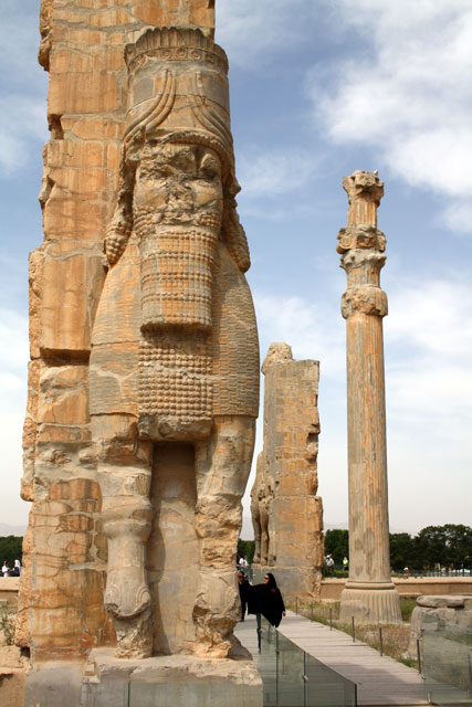 persepolis-stiere-trolley-tourist