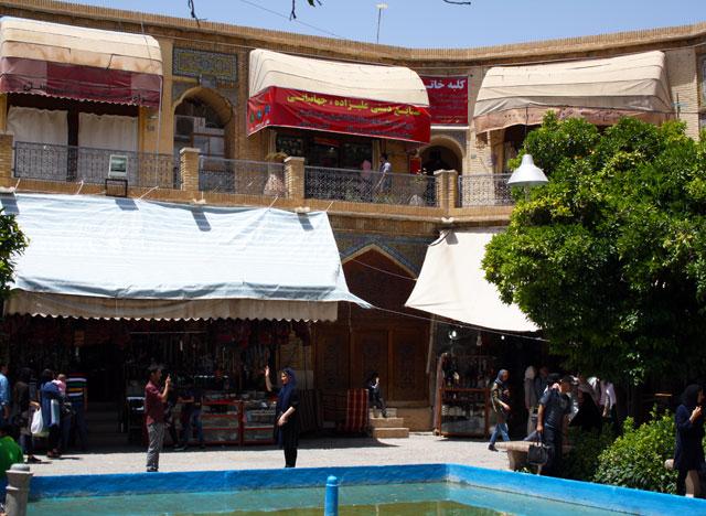shiraz-vakil-trolley-tourist