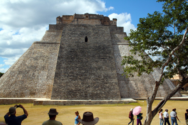 uxmal-trolley-tourist