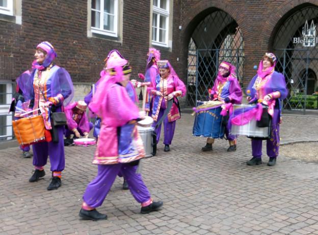 karneval-bremen-trolley-tourist