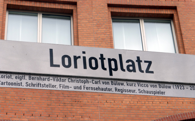 loriotplatz-trolley-tourist