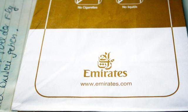 spuckbeutel-emirates-trolley-tourist