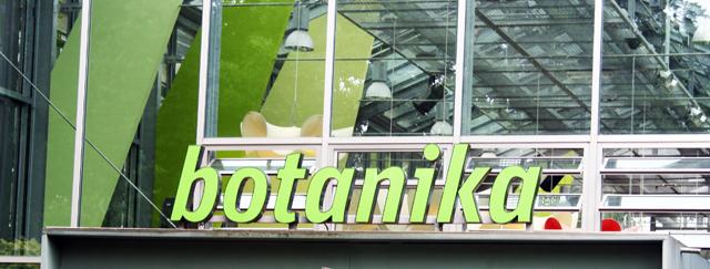 botanika-eingang-trolley-tourist