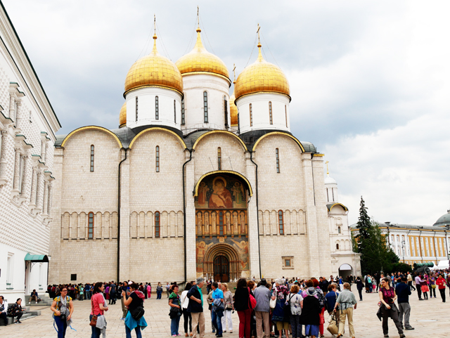 kreml-maria-kirche-trolley-tourist
