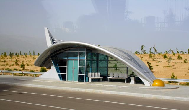 aschgabat-haltestelle-trolley-tourist