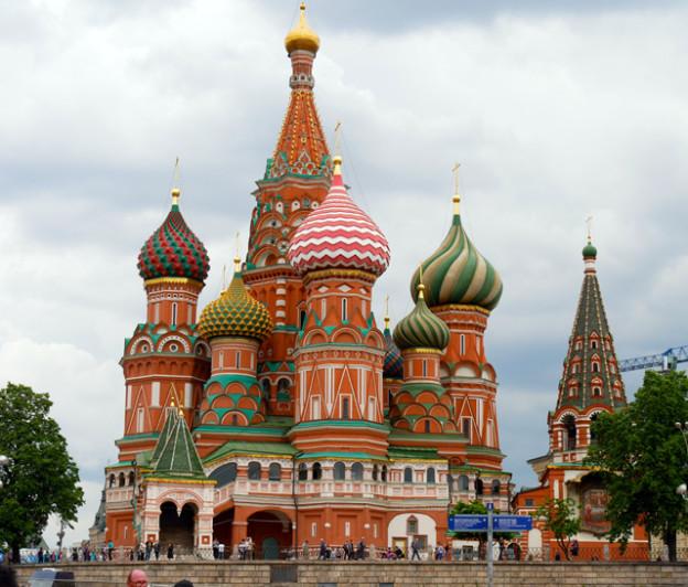 basilius-kathedrale-trolley-tourist